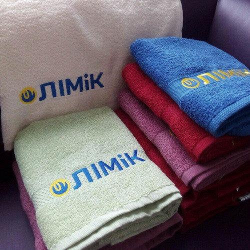 Полотенца и халаты с вышивкой