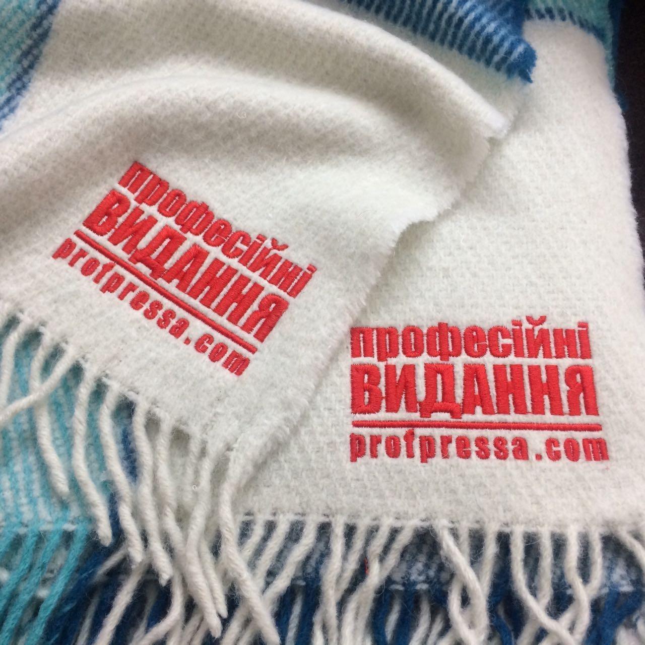 Пледы, шарфы и платки с вышивкой